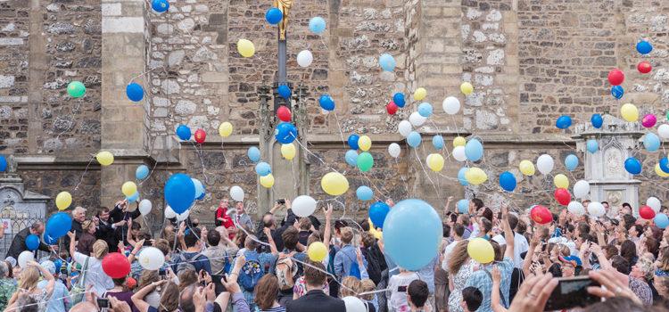 240 balonků Bohu a lidem